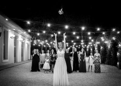 Sposa e lancio del mazzolino