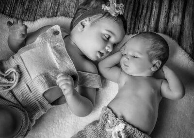 servizio newborn con sorellina